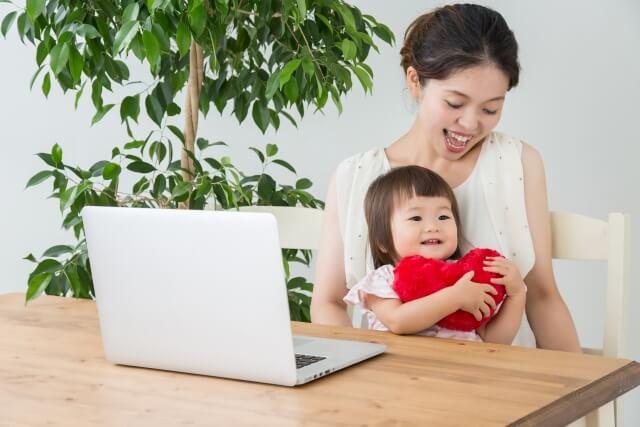 母娘とパソコン